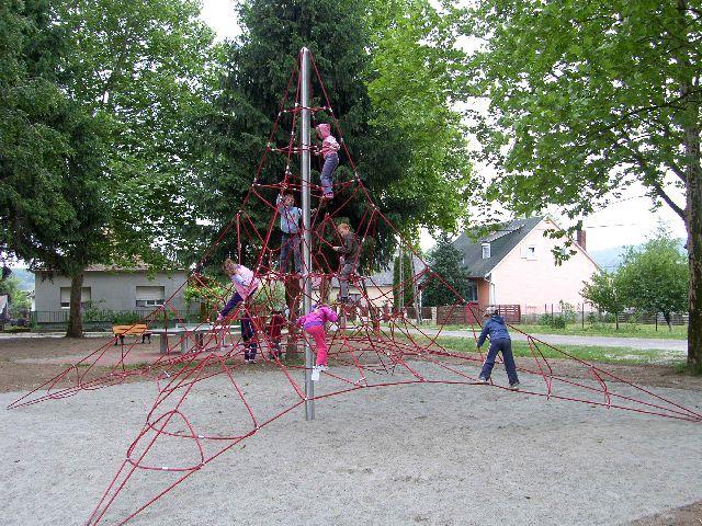 Jelenleg a következő cikkhez tartozó képeket böngészed: Játszótér