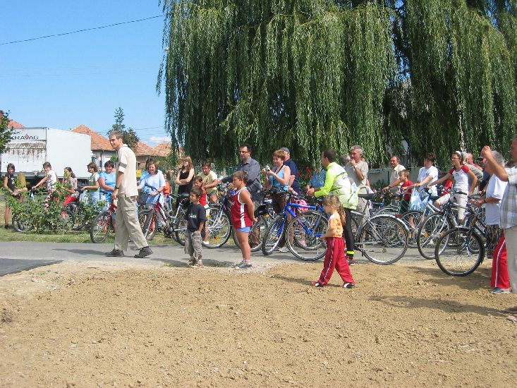 Jelenleg a következő cikkhez tartozó képeket böngészed: Vásárosdombó-Tarrós kerékpárút